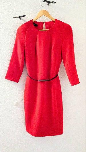 Neuwertiges Kleid mit Gürtel von MANGO in rot, Gr.S