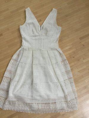 Neuwertiges Kleid von Morgan mit tollem Ausschnitt und Häkeloptik