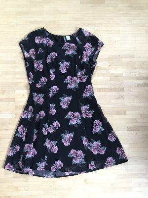 Neuwertiges Kleidchen mit Rosenprint, Gr. 38