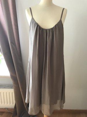 Neuwertiges Seidenkleid