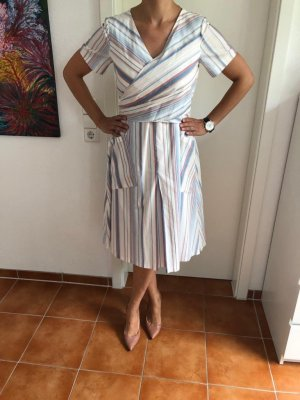 Neuwertigs gestreiftes Kleid