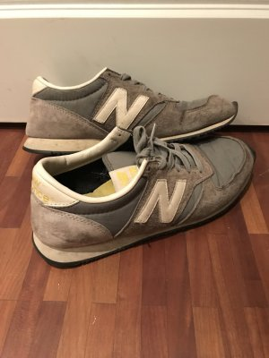 New Balance 220 Grau, Wildleder