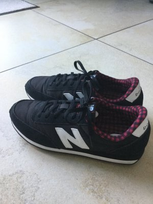 New Balance 410 schwarz