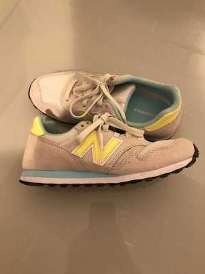 New Balance in bunt -