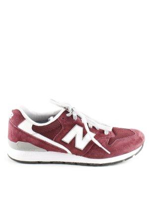 New Balance Sneakers met veters rood wit casual uitstraling