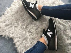 New Balance schwarz weiß