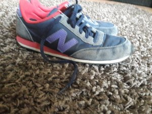 new balance sneaker in blau