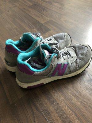 New Balance Sneaker in grau, türkis und lila