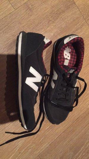 New Balance Sportschuhe in schwarz rot
