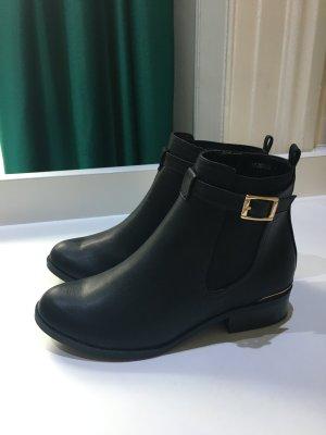 New Look Chelsea Boots mit Schnalle