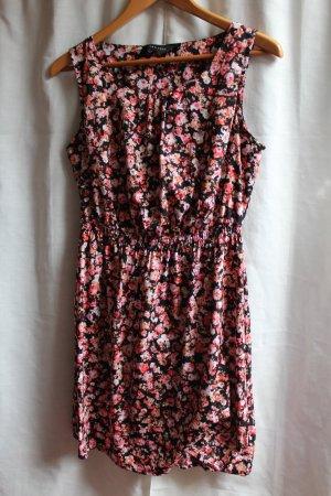 New Look Kleid mit Blumenmuster