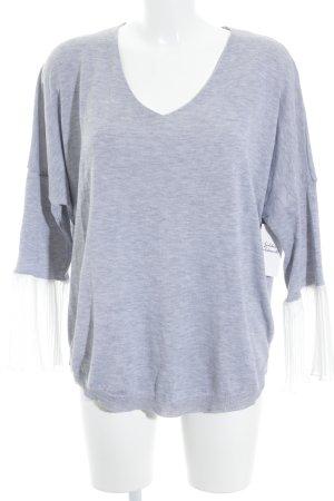 Nicole Pull col en V gris clair-blanc style décontracté