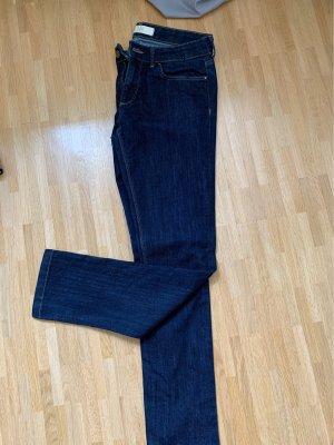Nie getragene Jeans