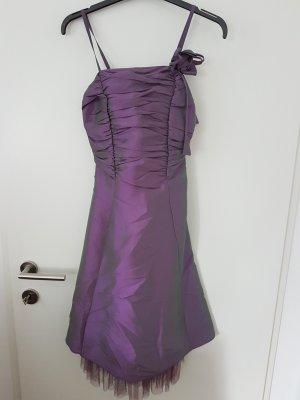 nie getragenes lila Ballkleid, Brautjungfernkleid mit Stola
