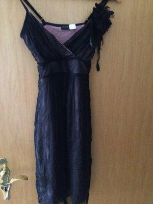 niedlich verspieltes rosa-schwarzes Trägerkleid mit Blumen-Brosche Gr. 34