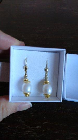 niedliche Ohrringe mit echten Süßwasserperlen