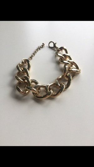 Niedliches goldenes Armband