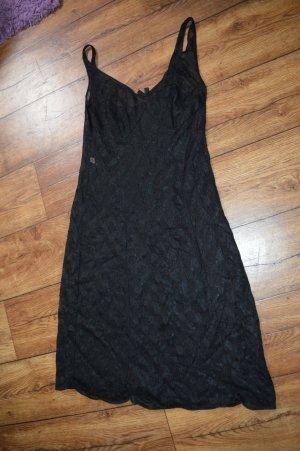Niedliches leichtes Nachthemd schwarz viel Spitze zart:)
