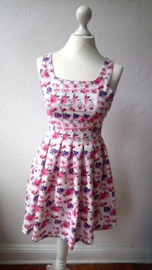 Niedliches Sommerkleid mit Blumen-Motiv