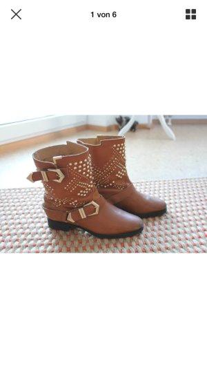 Nieten Boots Stiefeletten Stiefel von Zara