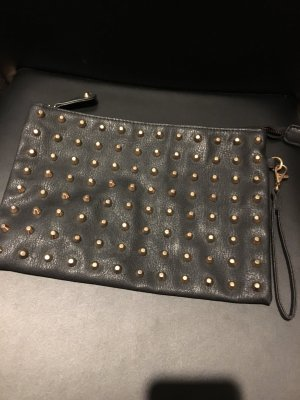 Nieten Clutch in schwarz/gold
