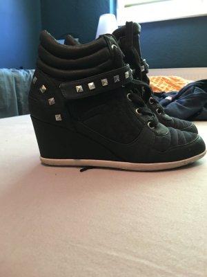 Nieten Keilabsatz Sneakers