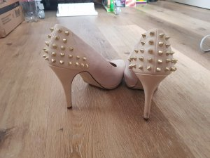 Nieten Pumps