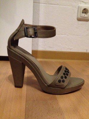 Nieten Sandaletten von Edc