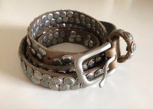 Cinturón de pinchos color plata-beige Cuero