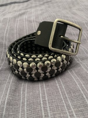 Cinturón de pinchos negro