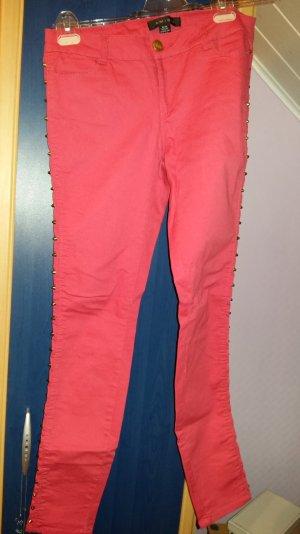 Nietenhose in Rot Größe 36