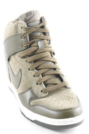 Nike Absatz Sneaker olivgrün sportlicher Stil