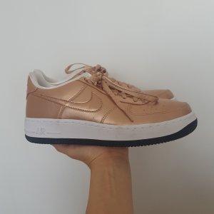 Nike Basket à lacet bronze-or rose