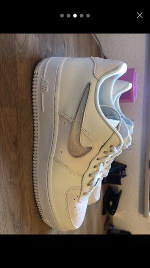 Nike Air Force 1 07 SE Premium Creme und weiß