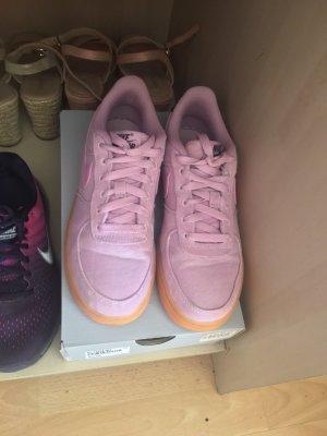 Nike Heel Sneakers pink