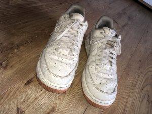 Nike Air Force 1 in beige
