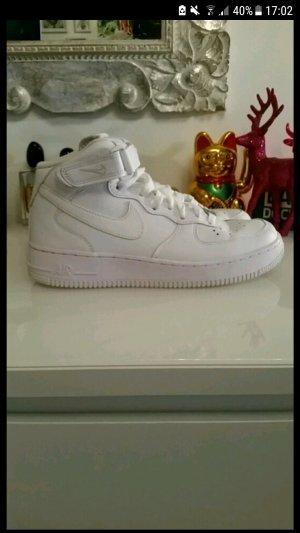 Nike Air Force 1 in Größe 40
