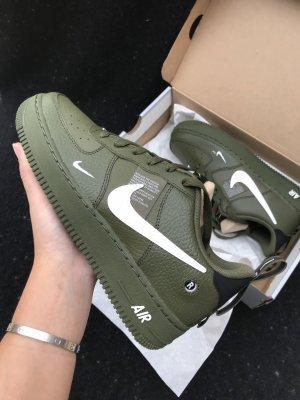 Nike Zapatillas blanco-verde oliva