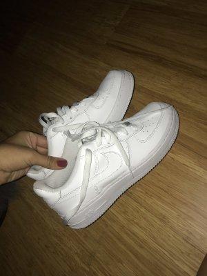 Nike Sneaker stringata bianco