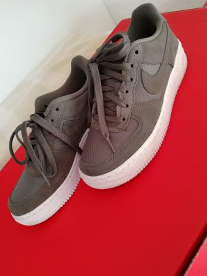 Nike Lace-Up Sneaker khaki