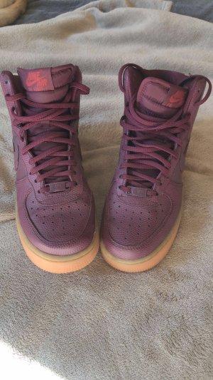 Nike Air Force One Sneaker in Lila/ Dunkelrot