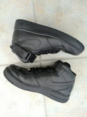Nike Air Force1 Mid Sneaker