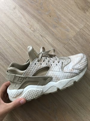 Nike Air Huarache in beige:)