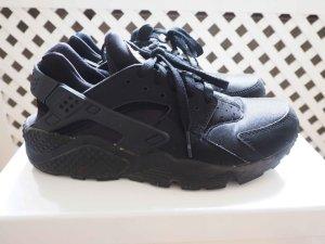 Nike Air Huarache in Black