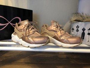 Nike Air Huarache Rosé-Gold