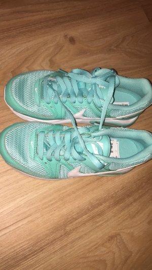 Nike Air in der Farbe Türkies