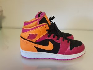 Nike Lace-Up Sneaker orange-pink