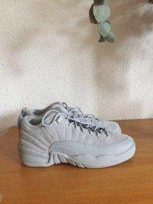 Nike Air Jordan 12 Retro Low grau Sneaker