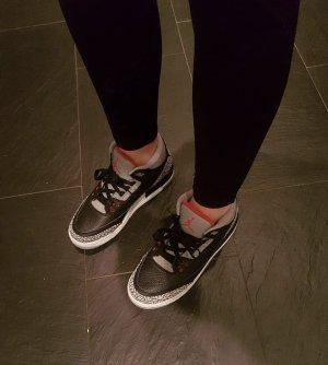Nike Air Jordan 3 Retro Black Cement in 40