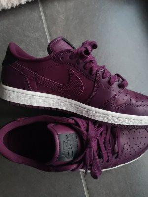 Nike Sneaker stringata viola scuro
